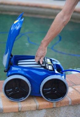 Robo pool cleaner maintenance
