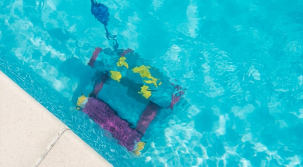 The 10 Best Robotic Pool Cleaners of 2019 - Comparisons ...