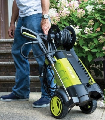 Lightweight pressure washer