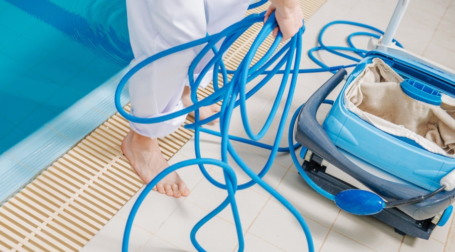 Clean the Robotic Pool Cleaner