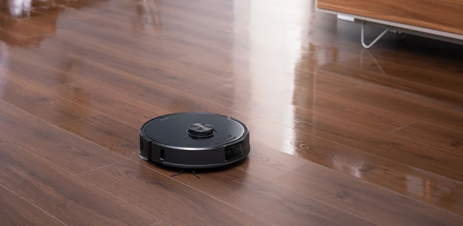 Roborock S6 mops the laminate floor in the bedroom.