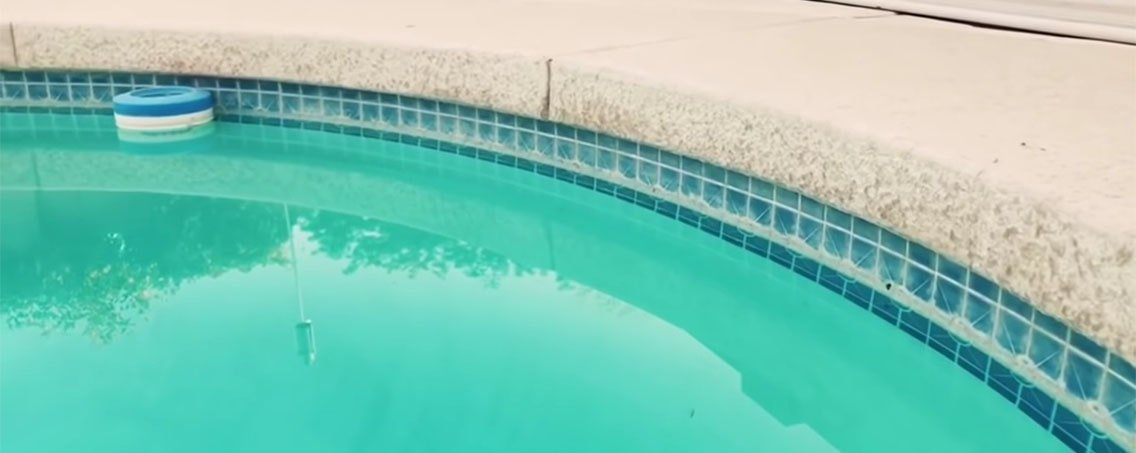Swimming pool with its tiles covered by calcium deposits.