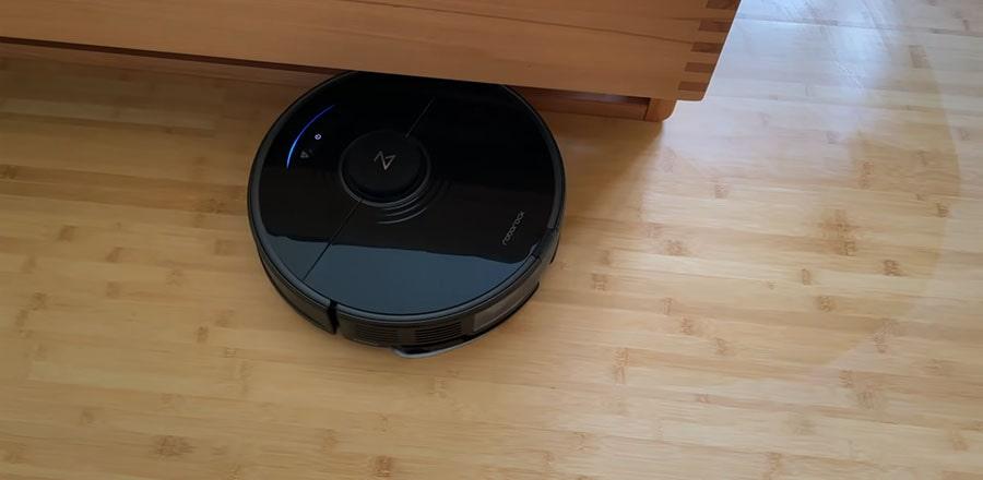 Roborock S7 cleans a hardwood floor of the bedroom.
