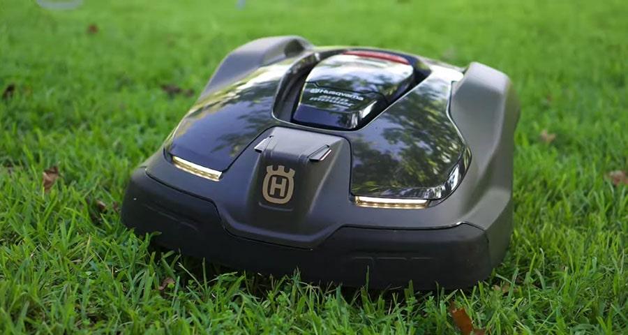 Husqvarna 430XH mows the lawn.